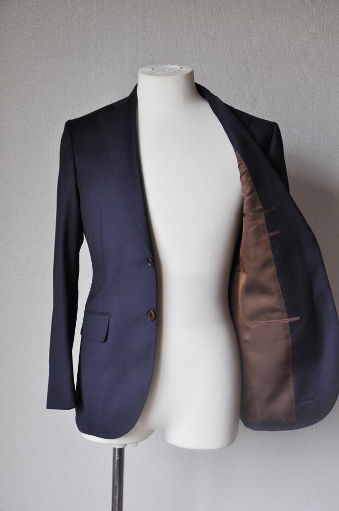 DSC11543 お客様のスーツの紹介-BIELLESI 無地ネイビースーツ-