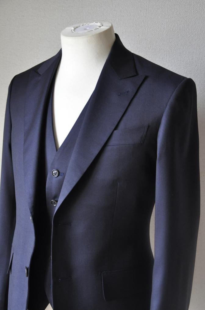 DSC11662 お客様のウエディング衣装の紹介-無地ネイビースリーピースにチェックパンツ-