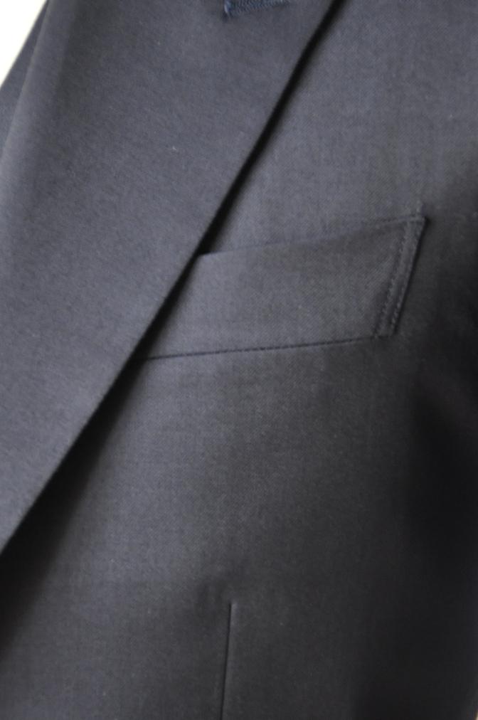 DSC11683 お客様のウエディング衣装の紹介-無地ネイビースリーピースにチェックパンツ-