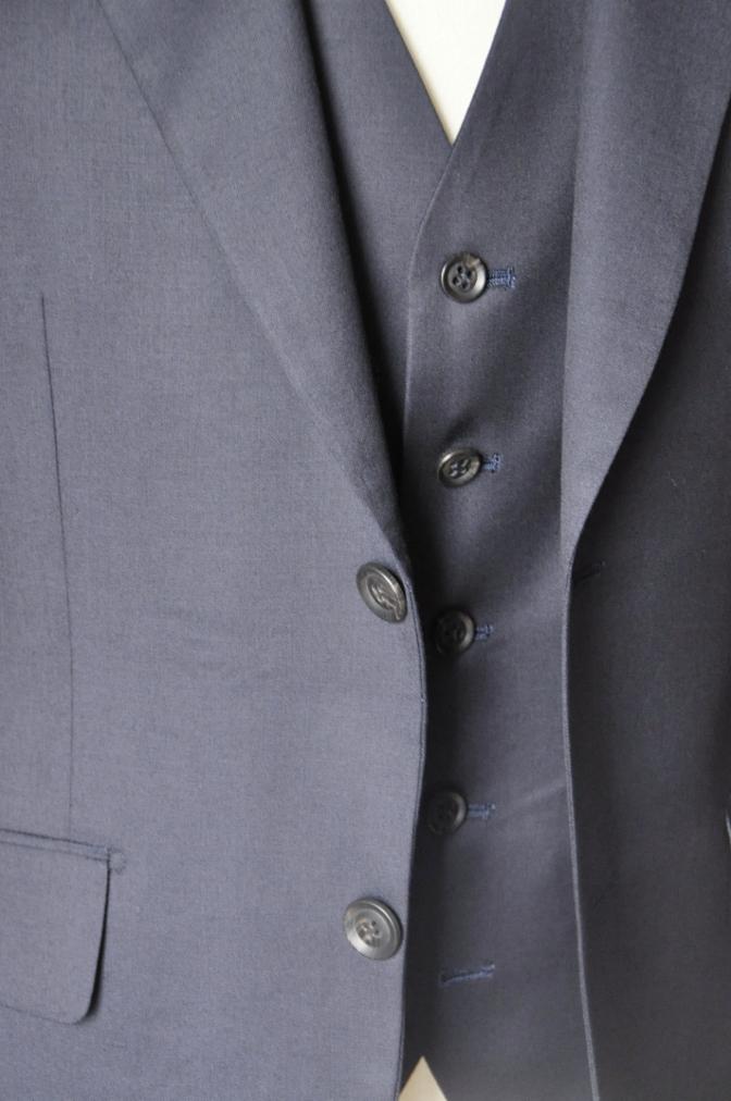 DSC11691 お客様のウエディング衣装の紹介-無地ネイビースリーピースにチェックパンツ-