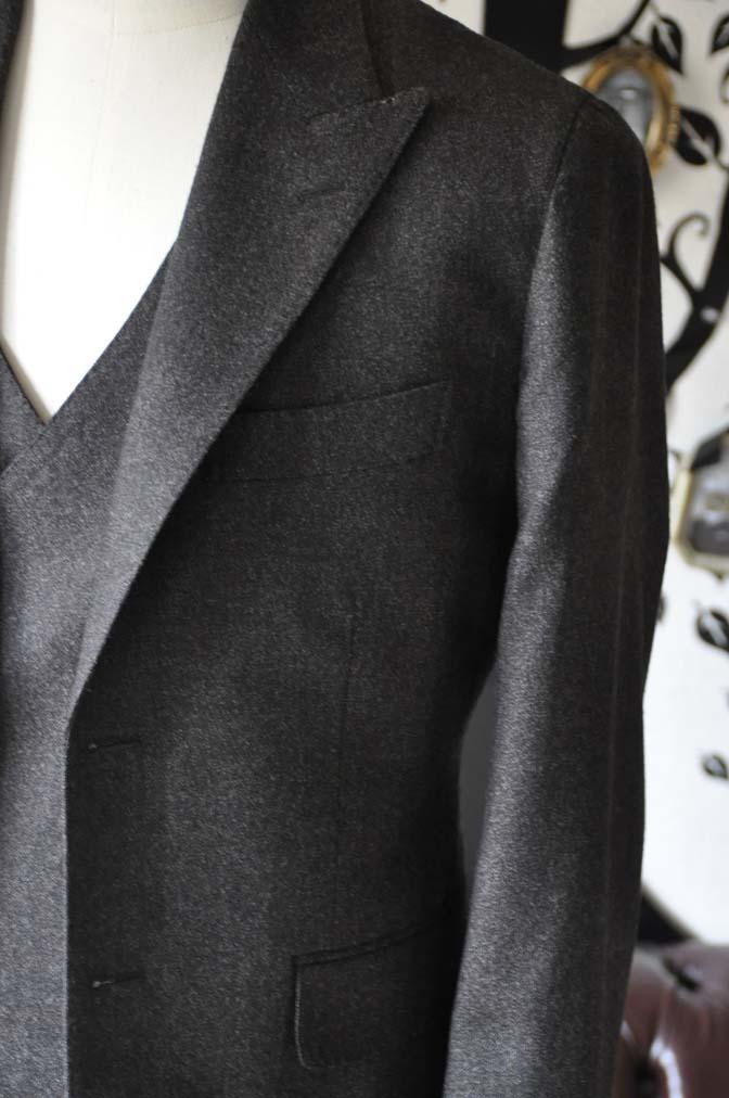 DSC1174-1 オーダースーツの紹介-無地ブラウンフランネル ダブルジレスリーピース- 名古屋の完全予約制オーダースーツ専門店DEFFERT