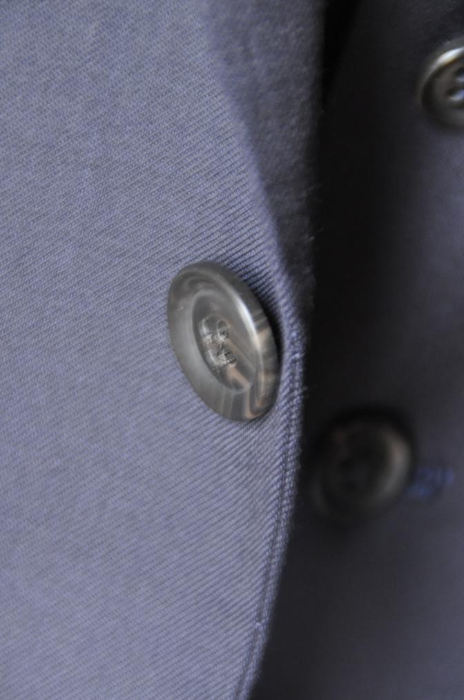 DSC11742 お客様のウエディング衣装の紹介-無地ネイビースリーピースにチェックパンツ-