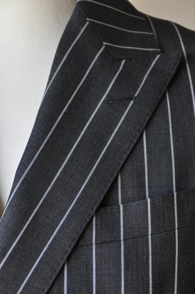 DSC11961 お客様のスーツの紹介-DARROW DALE チャコールグレー ストライプ-