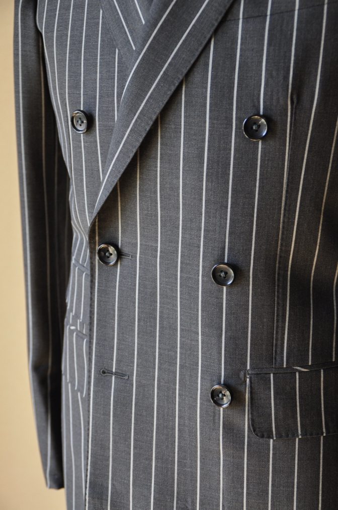 DSC11973 お客様のスーツの紹介-DARROW DALE チャコールグレー ストライプ-