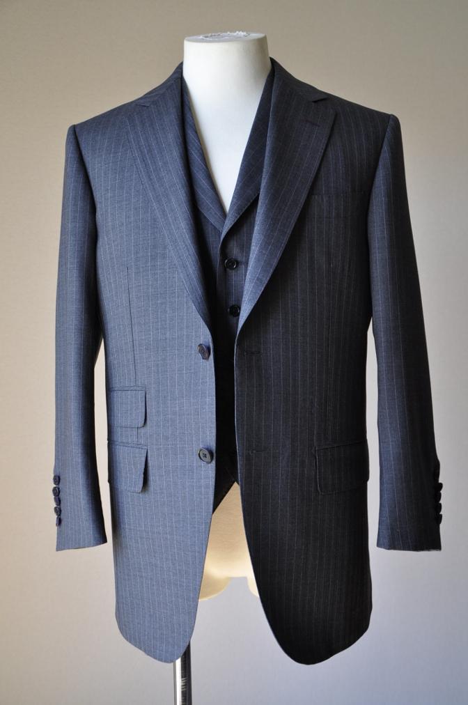 DSC1206 お客様のスーツの紹介-御幸毛織 グレーストライプ-