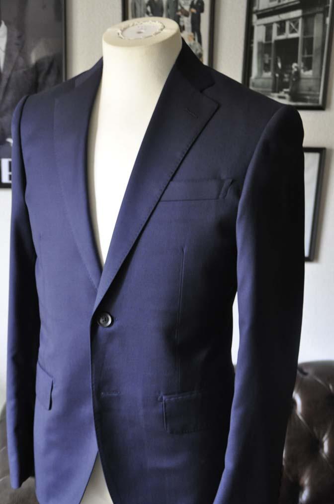 DSC12102 お客様のスーツの紹介-Biellesi 無地ネイビースーツ-