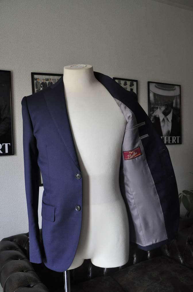 DSC12111 お客様のスーツの紹介-Biellesi 無地ネイビースーツ-