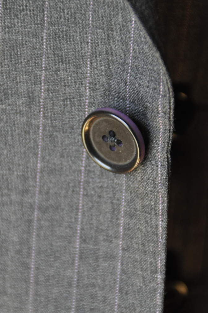 DSC12201 お客様のスーツの紹介-御幸毛織 グレーストライプ-