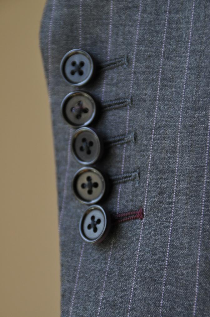 DSC12221 お客様のスーツの紹介-御幸毛織 グレーストライプ-