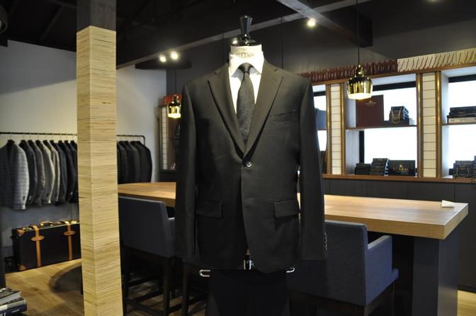 DSC1224-5 オーダースーツの紹介-礼服-