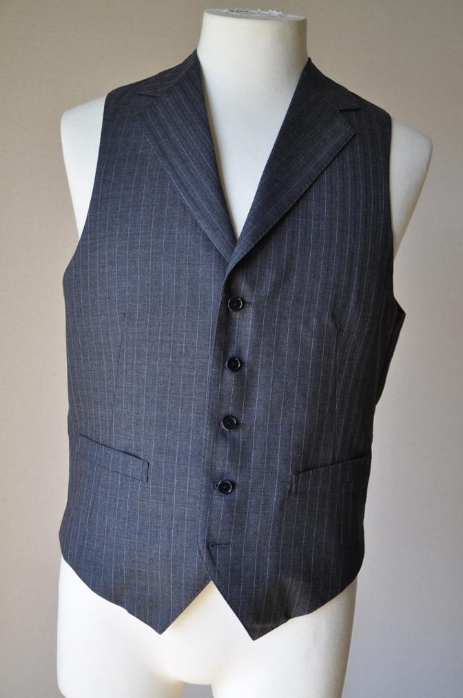 DSC1224 お客様のスーツの紹介-御幸毛織 グレーストライプ-