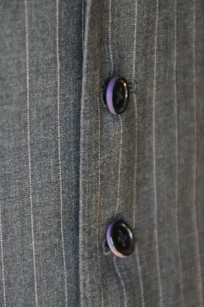 DSC1227 お客様のスーツの紹介-御幸毛織 グレーストライプ-