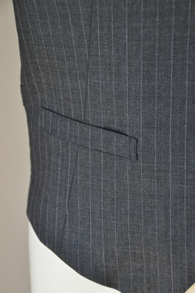 DSC1228 お客様のスーツの紹介-御幸毛織 グレーストライプ-