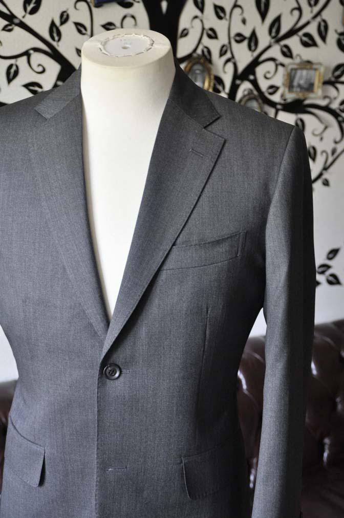 DSC1236-2 お客様のスーツの紹介-Biellesiグレースーツ-