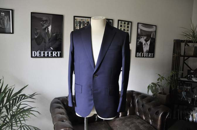 DSC1240 お客様のスーツの紹介-Biellesi 無地ネイビースーツ-