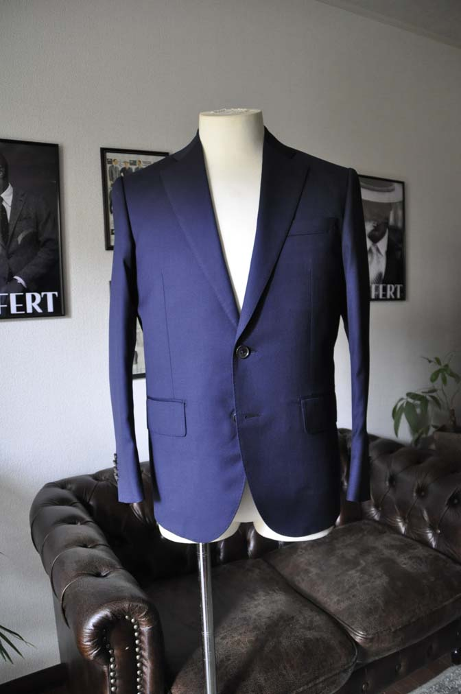 DSC1241 お客様のスーツの紹介-Biellesi 無地ネイビースーツ-