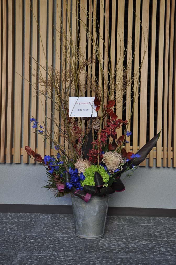 DSC1243-2 たくさんのお祝いをいただきありがとうございます。 名古屋の完全予約制オーダースーツ専門店DEFFERT