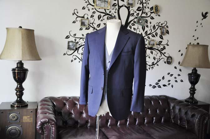 DSC1247-1 お客様のウエディング衣装の紹介- Biellesiネイビーヘリンボーンスーツ ライトブルー千鳥格子ベスト-