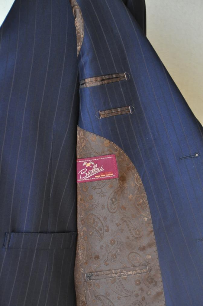 DSC1248 お客様のスーツの紹介-Biellesi ネイビーストライプ スリーピース-