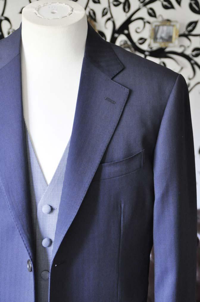 DSC1253-1 お客様のウエディング衣装の紹介- Biellesiネイビーヘリンボーンスーツ ライトブルー千鳥格子ベスト-