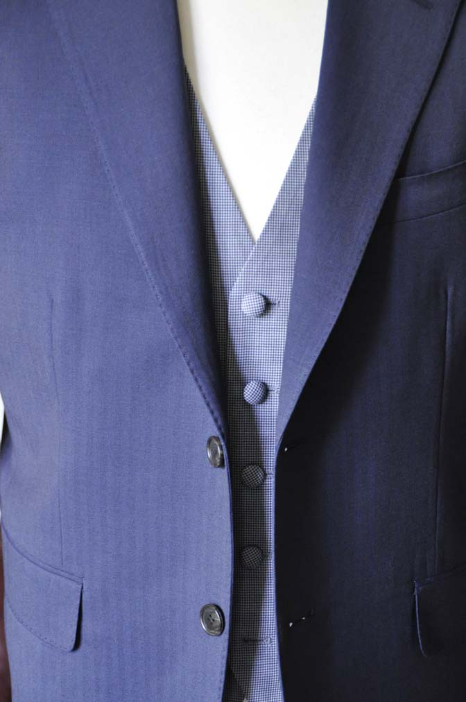DSC1256-2 お客様のウエディング衣装の紹介- Biellesiネイビーヘリンボーンスーツ ライトブルー千鳥格子ベスト-