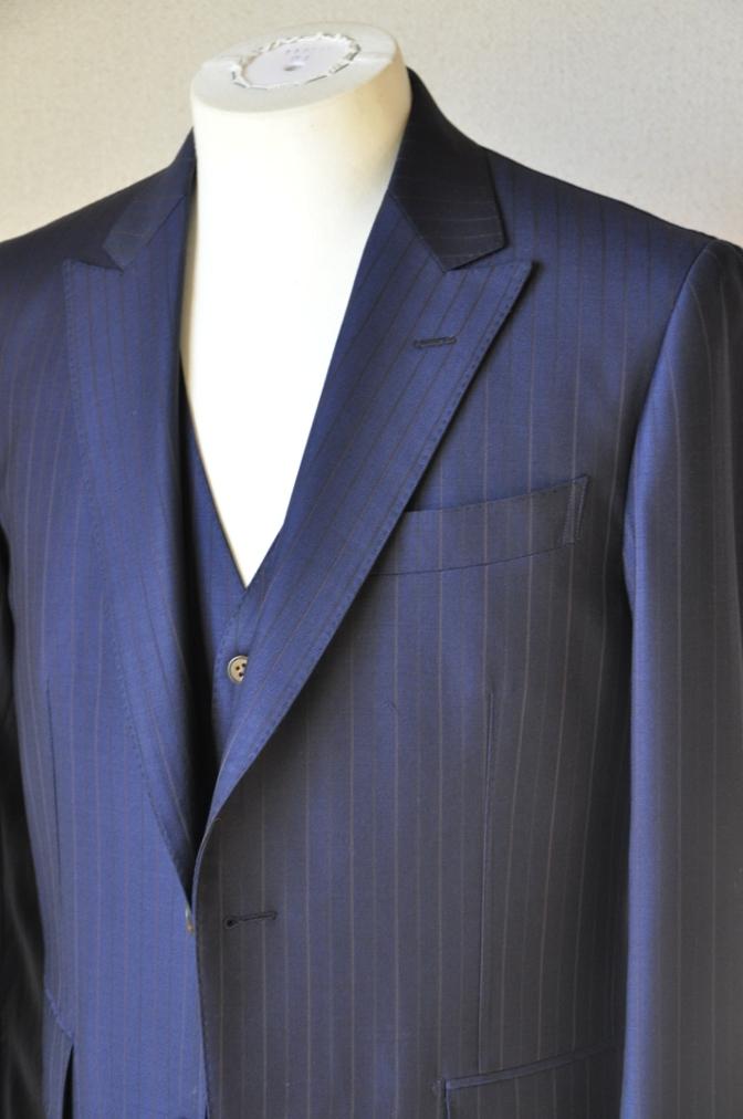 DSC1256 お客様のスーツの紹介-Biellesi ネイビーストライプ スリーピース-