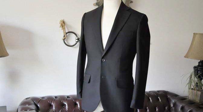 お客様のスーツの紹介-無地ブラックスーツ-