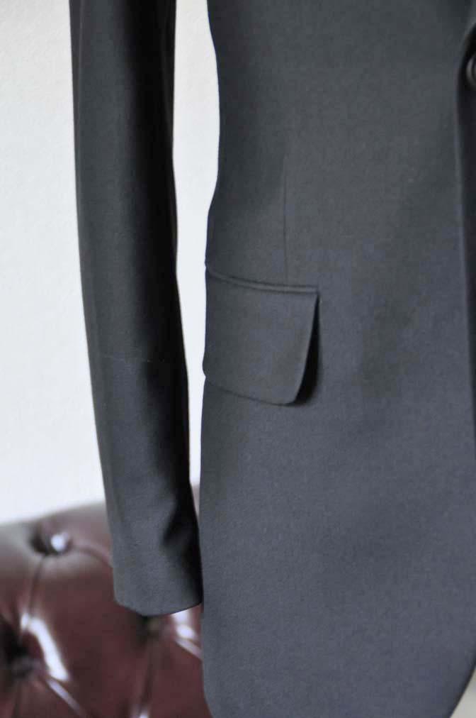 DSC1266-2 お客様のスーツの紹介-無地ブラックスーツ-