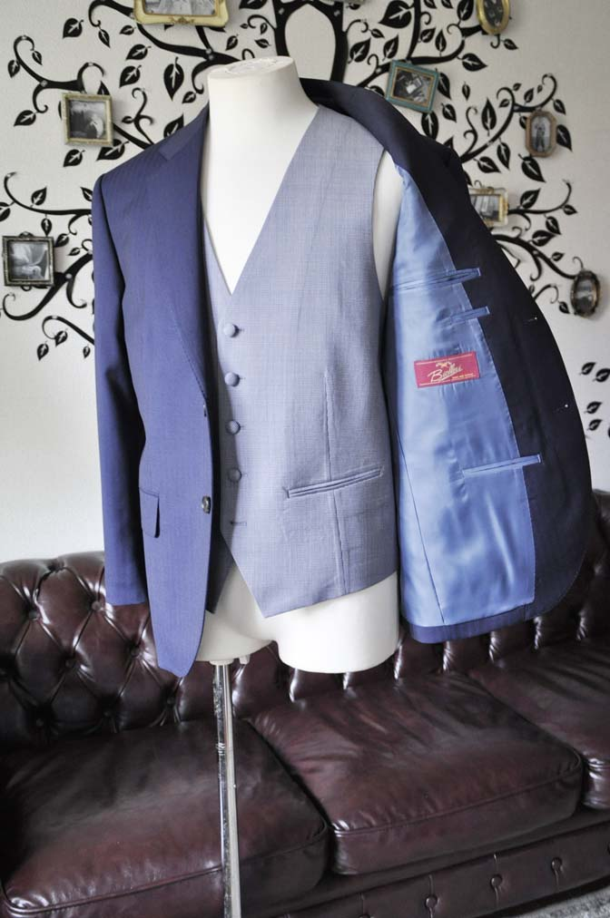 DSC1268 お客様のウエディング衣装の紹介- Biellesiネイビーヘリンボーンスーツ ライトブルー千鳥格子ベスト-