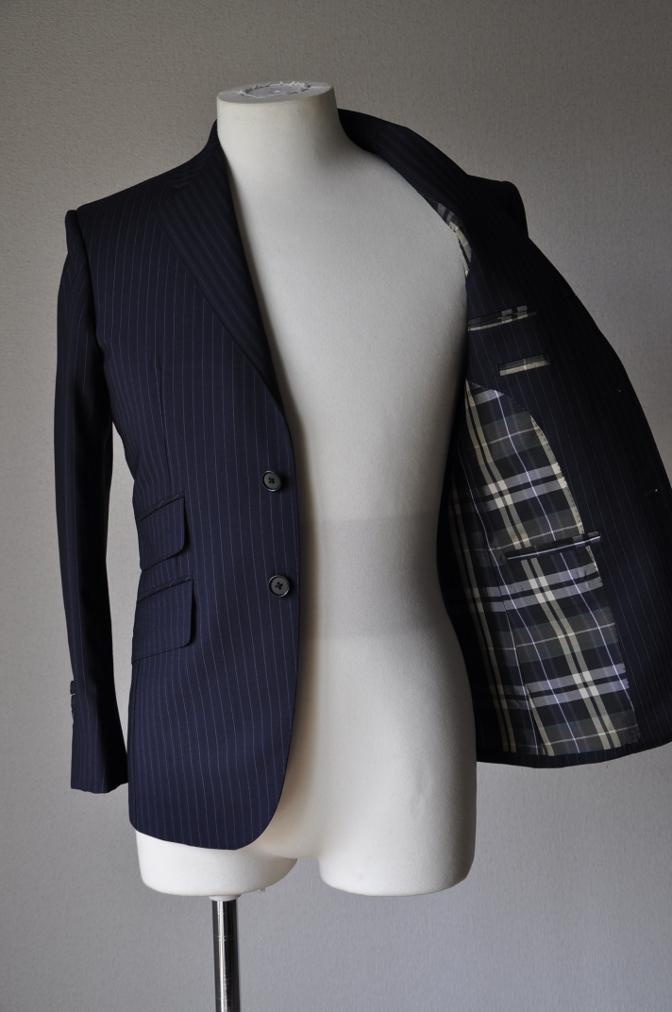 DSC1278 お客様のスーツの紹介-ネイビーストライプ-