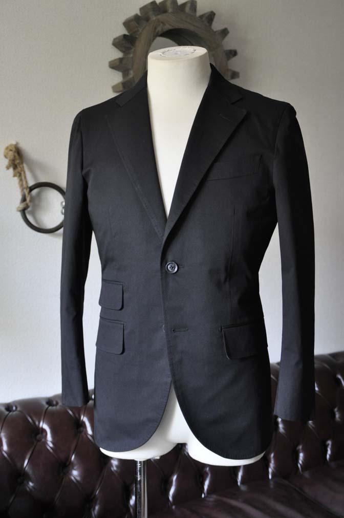 DSC1285-1 お客様のスーツの紹介- Larusmiani ブラックコットンスーツ-