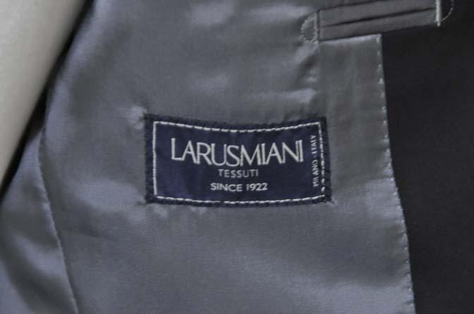 DSC1292-1 お客様のスーツの紹介- Larusmiani ブラックコットンスーツ-
