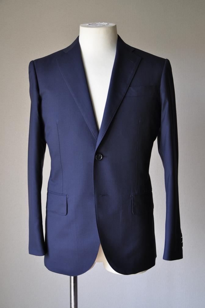 DSC1295 お客様のスーツの紹介-TALLIA DI DELFINO ネイビースーツ-