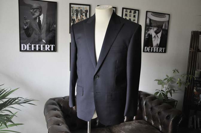 DSC1307 お客様のスーツの紹介- Biellesi 無地ネイビースーツ-