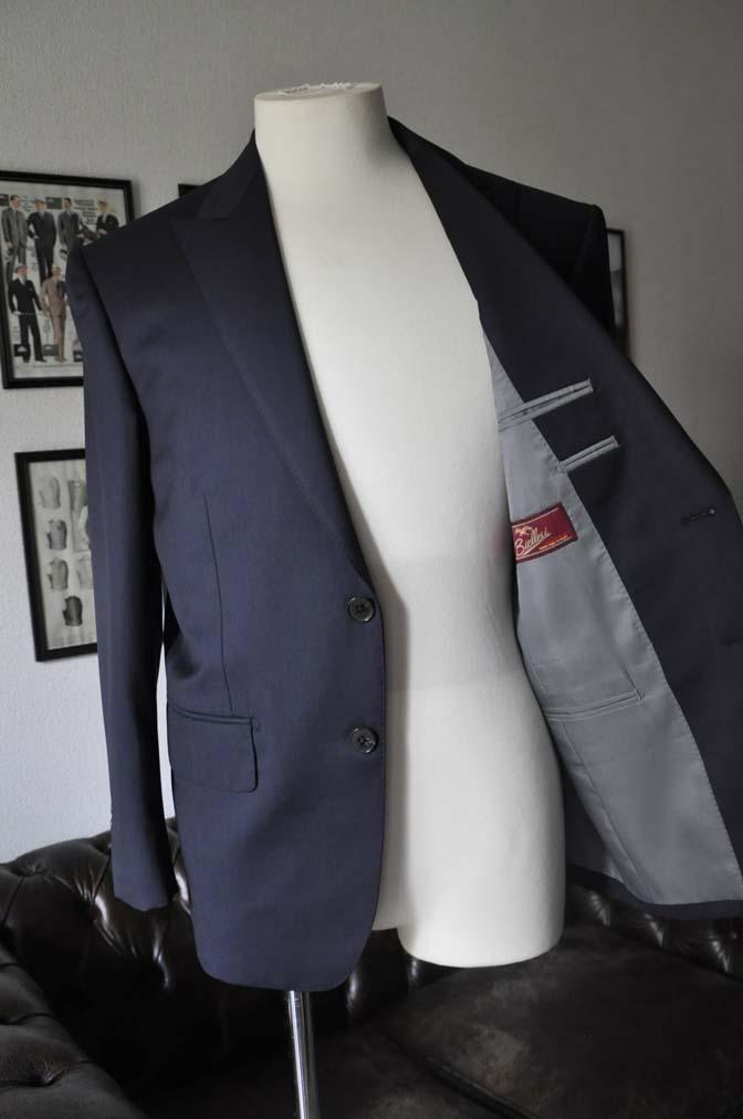 DSC1310 お客様のスーツの紹介- Biellesi 無地ネイビースーツ-