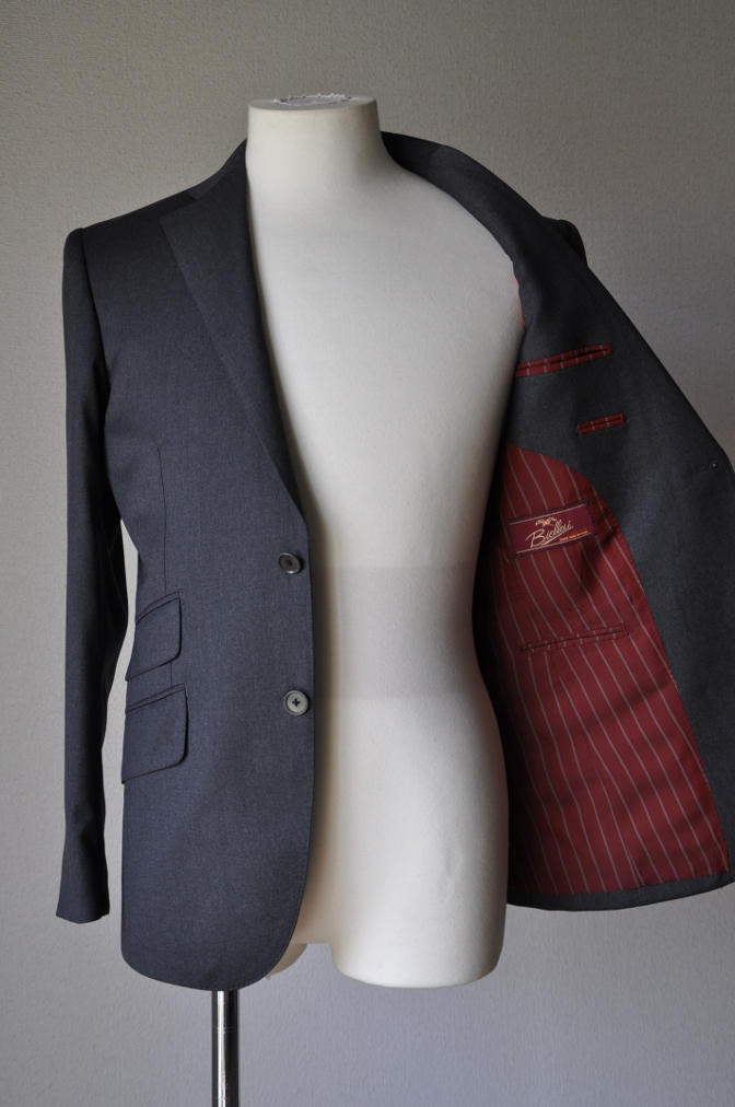 DSC1313 お客様のスーツの紹介- BIELLESI チャコールグレー-