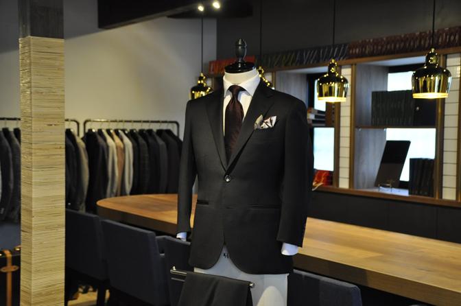 DSC1323-3 オーダースーツの紹介-Biellesiブラックスーツ- 名古屋の完全予約制オーダースーツ専門店DEFFERT