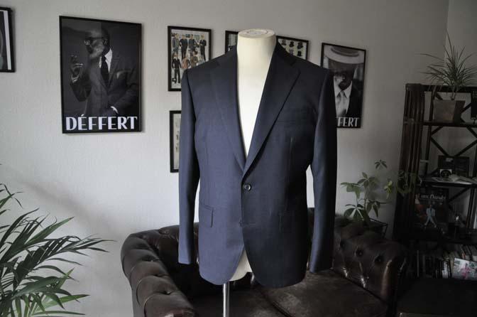 DSC1325 お客様のスーツの紹介-Biellesi 無地ネイビースーツ-