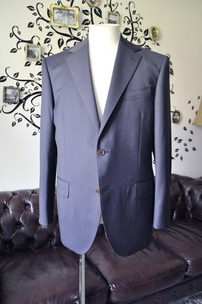 DSC1330-1 お客様のスーツの紹介-DORMEUIL EXEL無地ネイビースーツ- 名古屋の完全予約制オーダースーツ専門店DEFFERT