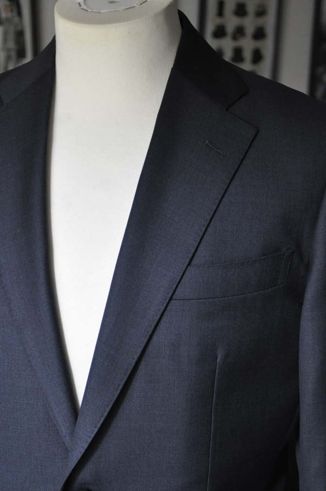 DSC13321 お客様のスーツの紹介-Biellesi 無地ネイビースーツ-