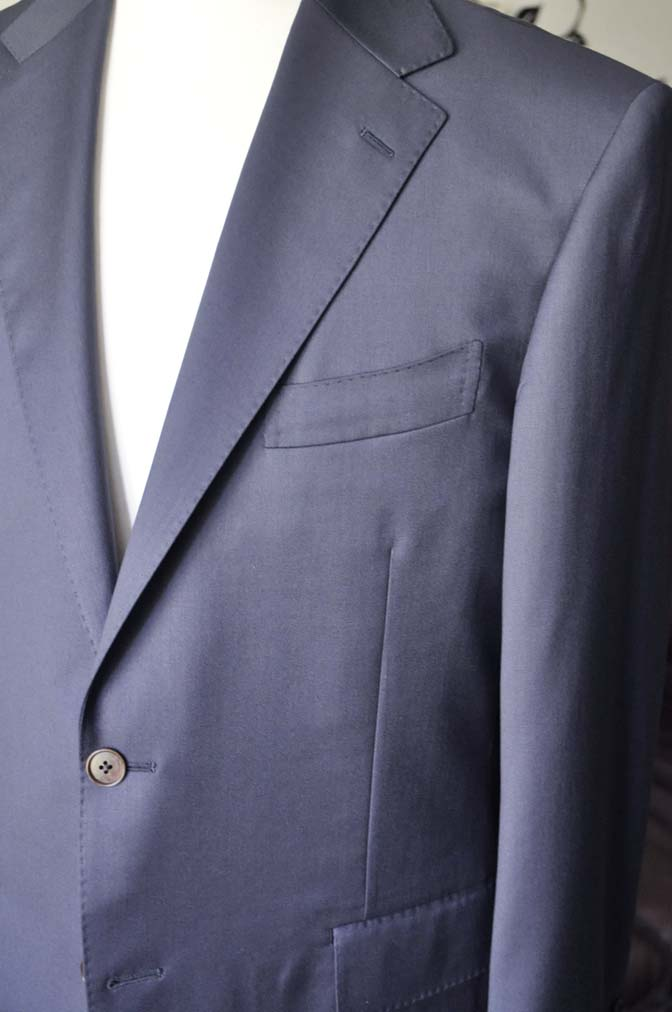 DSC1333-1 お客様のスーツの紹介-DORMEUIL EXEL無地ネイビースーツ-