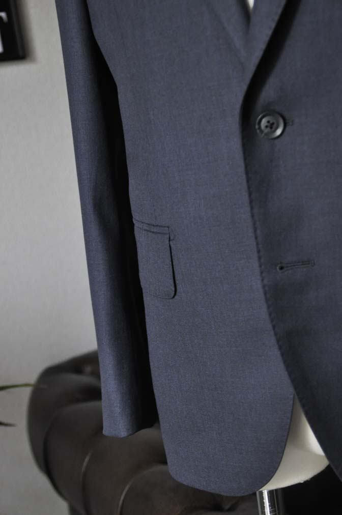 DSC1336 お客様のスーツの紹介-Biellesi 無地ネイビースーツ-