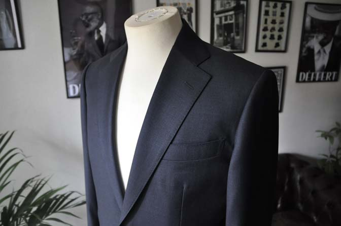 DSC1340 お客様のスーツの紹介-Biellesi 無地ネイビースーツ-