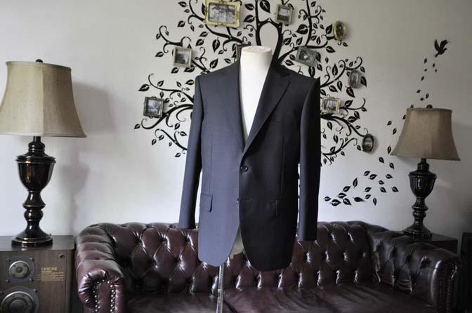 DSC1345 お客様のスーツの紹介-御幸毛織 SHALICK 無地ブラックスーツ-