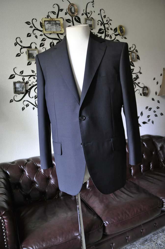 DSC1347-1 お客様のスーツの紹介-御幸毛織 SHALICK 無地ブラックスーツ-