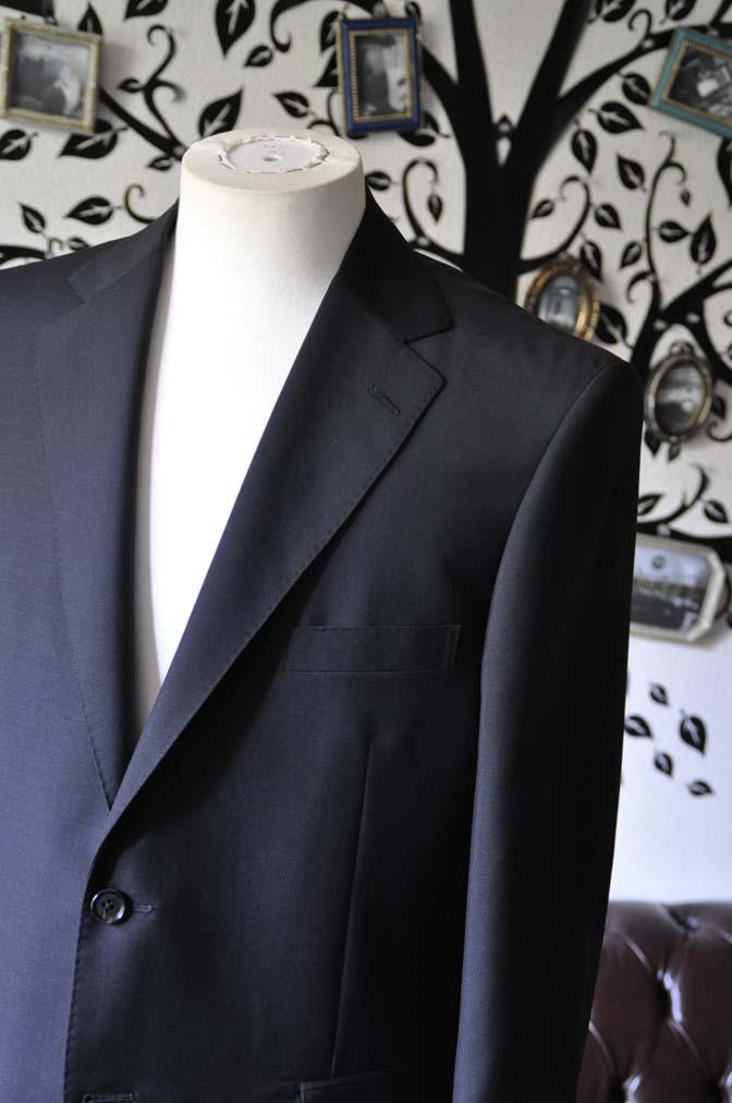 DSC1349-1 お客様のスーツの紹介-御幸毛織 SHALICK 無地ブラックスーツ-