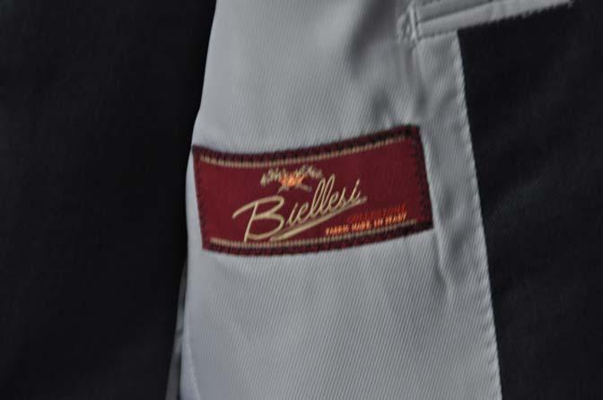 DSC13511 お客様のフォーマルスーツの紹介-Biellesi無地ネイビーグレー スリーピース-