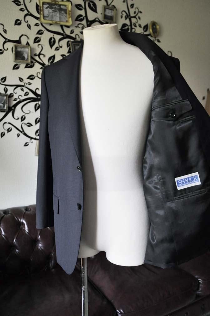 DSC1355-1 お客様のスーツの紹介-御幸毛織 SHALICK 無地ブラックスーツ-