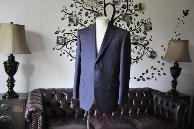 DSC1377-1 お客様のスーツの紹介-DORMEUIL EXEL無地ネイビースーツ-