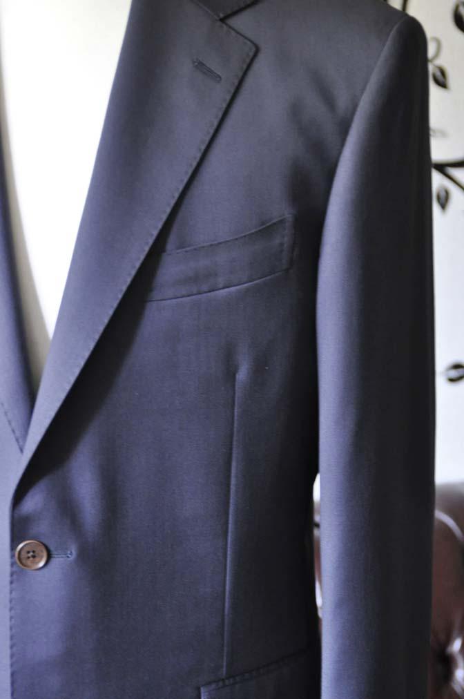 DSC1382-1 お客様のスーツの紹介-DORMEUIL EXEL無地ネイビースーツ-